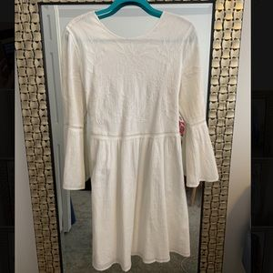 White 3/4 length dress with cute detail